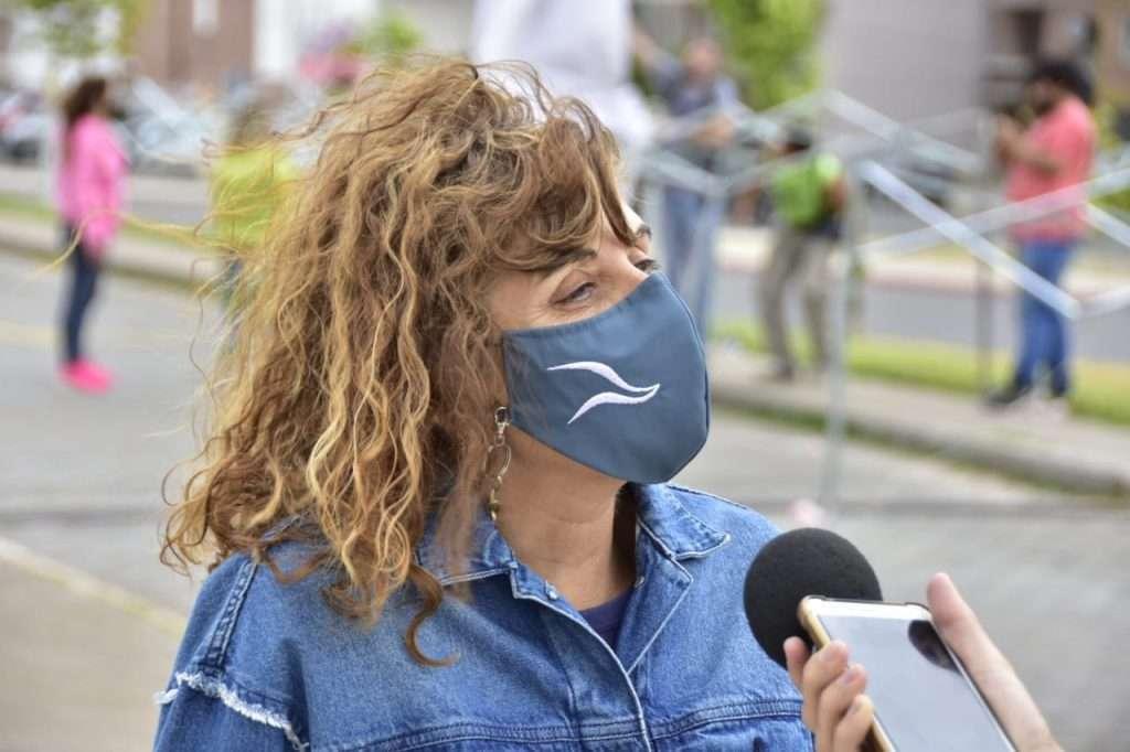 Pasqualini anunció que se posterga para mañana el inicio de la Feria Neuquén Emprende debido a la mala situación climática. (Foto: Matias Garcia)